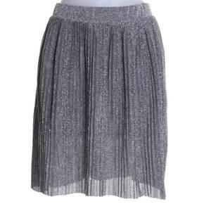 Så fin glittrig kjol från NAKD i storlek S!💗✨
