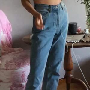 """Mina älskade unif jeans🌈 i modellen """"Timmy jean"""" , säljs ej längre av unif"""