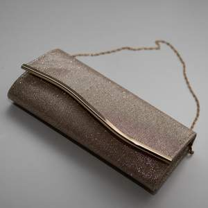 Cute clutch bag, only used once. (Buyer compensates the shipping)