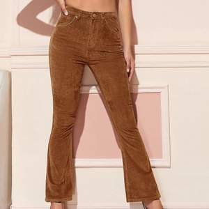 Helt oanvända byxor från SHEIN i strl S