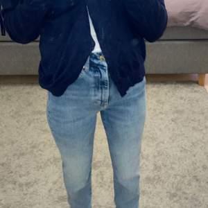 Super snygga och trendiga jeans som tuvär inte kommit till användning då jag nästan har lika dana. ✨