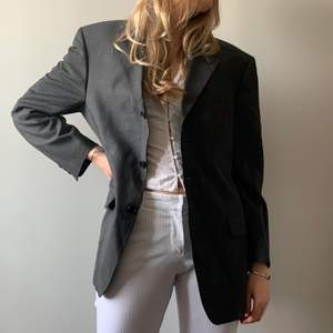 Köp på hemsida: www.mosh-clothing.com