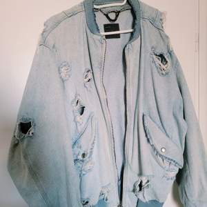 En jeans vårjacka, 100+frakt. Zara man, men funkar som unisex 😍