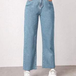 Ljusblå byxor - använda några gånger - sitter bra och är i bra sick. Skickar bättre bilder om någon är intresserad🤍
