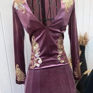 Superfin klänning, storlek S. Använd endast en gång så i fint skick.