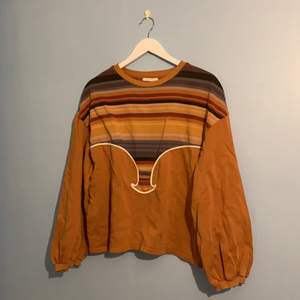 Orange/brun oversized tröja från Zara i retrostil! 🌿