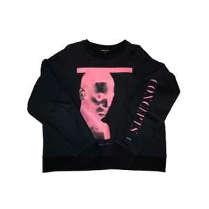 Concepts D'Odeur Art sweatshirt i skick 8/10, frakt tillkommer, pris kan diskuteras, betalning sker via swish, hör av er vid frågor & intresse.