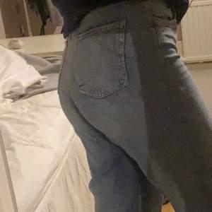Jeans som knappt är använda. (  Modell Wide leg )