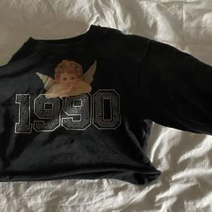 Assnygg sweatshirt med rhinestones🥰väldigt 200-tal