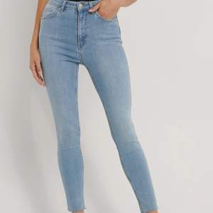 Jeans ifrån NA-KD, kommer inte till användning. Storlek 34, men skulle säga att dom passar en 36 med då de är väldigt stretchiga. 💙