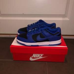 "Nike dunk ""Retro Black Hyper Cobalt"" finns i alla storlekar (40 uppåt)"