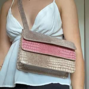Så snygg väska från NAKD, aldrig använd men så snygg 💓 ormskinns imitation 💓