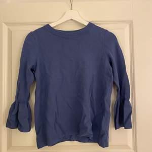 Blå tröja med unika arm detaljer från H&M, mjukt material i storlek S 💘