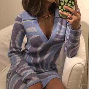 Säljer denna underbara klänning vid ett givande bud eller köp direkt för 300kr 😍 Endast använd 2 gånger🌟 Köparen står för frakten 🚚