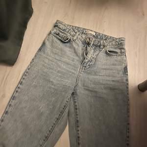 Blå jeans ifrån gina i storlek 34 kostar 600kr nya! Aldrig använda :)