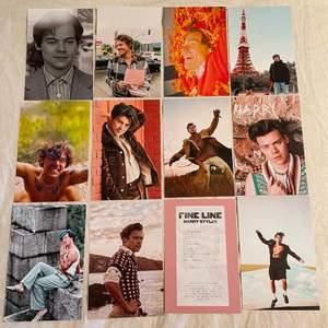 Foton med Harry Styles🌦🌈Fotona är styva,glansiga och 10x15 cm stora. Obs: inte vanligt papper!💥En bild 10kr