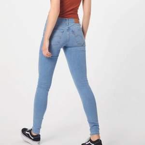 Nästintill oanvända Levis jeans i modellen super skinny 710, säljer pga dom är för små✨