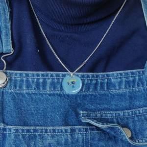 Power puff girl halsband till salu! ✨ Gjort det själv som en custom beställning, men köparen betalade aldrig 🥺 Gjort i resin med en