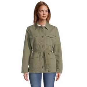 Säljer min super balla Tom tailor jacka då jag har en lindande❤️  Kan mötas upp i sthlm annars står köparen för frakt❤️ Nypris: 1020kr