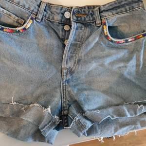 Jeansshorts i använt skick. Köpta i Spanien.