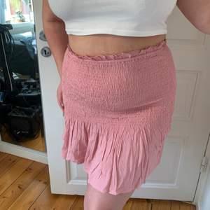 Helt ny kjol från Missguided med tags kvar. Väldigt stretchig så passar från L till XXL. FRI FRAKT!!