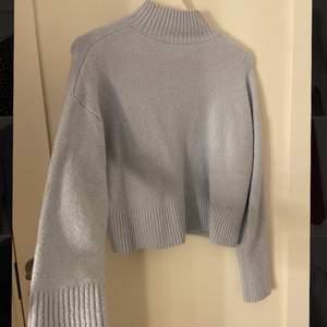 Super snygg stickad tröja från otherstorys som är sparsamt använd! Passar mig som är S