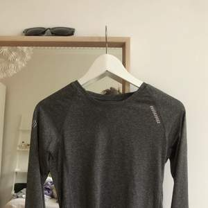 Vanlig grå långärmad träningströja. Väldigt skön, bara använd några gånger. Säljer för 30kr, storlek XS.💖
