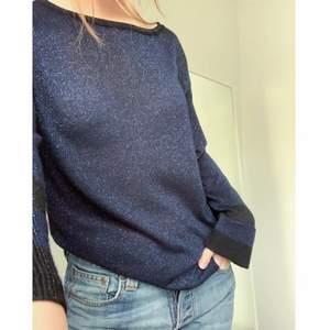 Säljer denna glittriga tröja köpt second hand. XS o passar mig perfekt som brukar ha S/XS! Frakt ingår