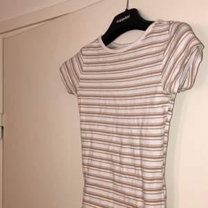 Randig t-shirt i storlek xs, bra skick