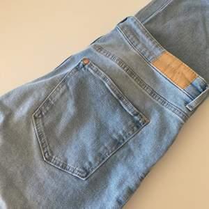 Ett par ljusa jeans i stl 38. Kommer inte till användning, därför säljs dem! Kan postas men köparen stå för frakten. 🦋💙👖 Pris kan diskuteras.