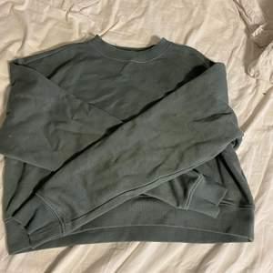 Säljer denna superfina mintgröna sweatshirten. Strl S. Köparen står för frakt 💚