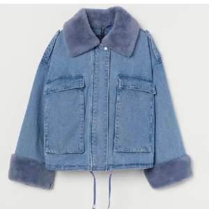 Säljer denna eftertraktade jacka från H&M. Slutsåld. Buda privat. Storlek XS/S. Nyskick! Bud på:900kr köp direkt för 1000kr