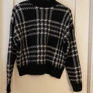 Världens mysigaste tröja!! Säljer den pga av att jag har för mycket stickat😋
