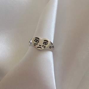 Säljer denna ring tillsammans med mitt uf företag. Ringer är i Sterling silver och justerbar storlek💕 @minoo.uf för fler smycken och ringar!