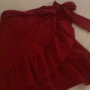 Säljer denna söta volang kjol eftersom den inte kommer till användning!                                                                       80kr + frakt💕