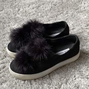 Svarta Steve Madden skor som knappt är använda i storlek 36.