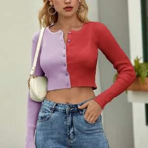 Jättefin tröja från shein som är använd ca 2 gånger. Strl M men sitter som en S. Frakten är inräknad i priset