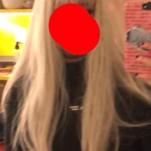 blond peruk endast testad när jag tagit bilder, fint skick