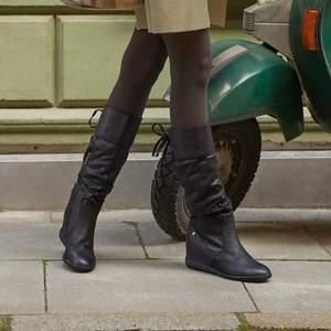 Intressekoll på dessa skit snygga boots köpta från zalando, helt oanvända! St 39 men passar mig med 38 ❤️