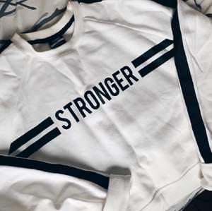 Långärmad tröja från Stronger i bra skick, strl S.
