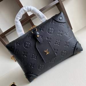 Säljer en jättefin Lv väska som är helt ny och oanvänd. Skriv vid intresse.