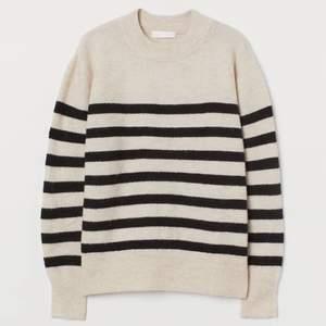 Randig tröja från H&M i storlek XS, skriv i DM vid intresse eller fler bilder!