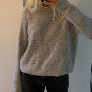 stickad tröja från bikbok i wool blend. storlek M, 66kr frakt