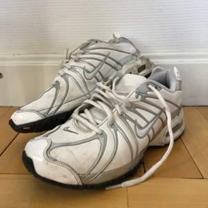 Säljer mina 90-tal Nike sneakers. Köpta begagnat. Bra skick, men kan rengöra dem extra inför försäljning✨  Frakt tillkommer