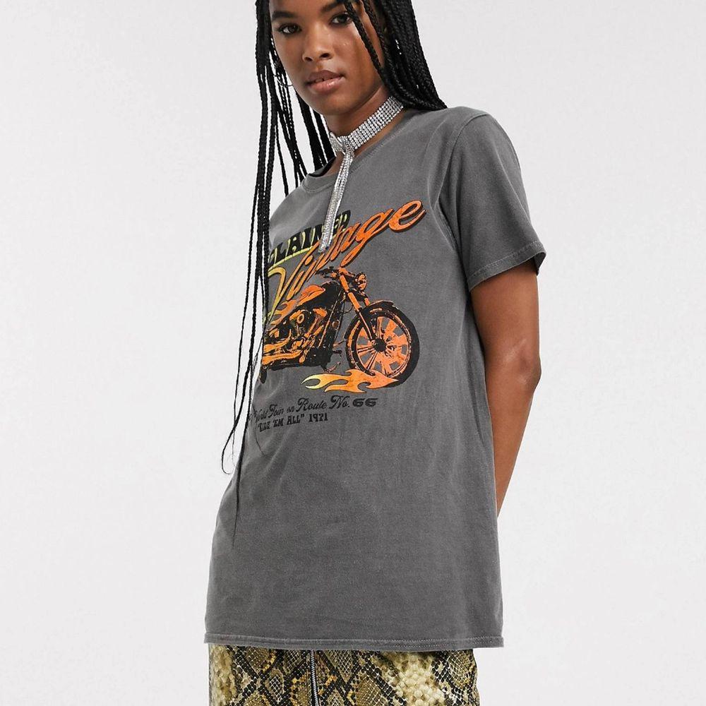 en reclaimed vintage tshirt! 🧡 endast använd ett fåtal gånger! orginalpris: 275kr! köparen står för frakt 📦 . T-shirts.