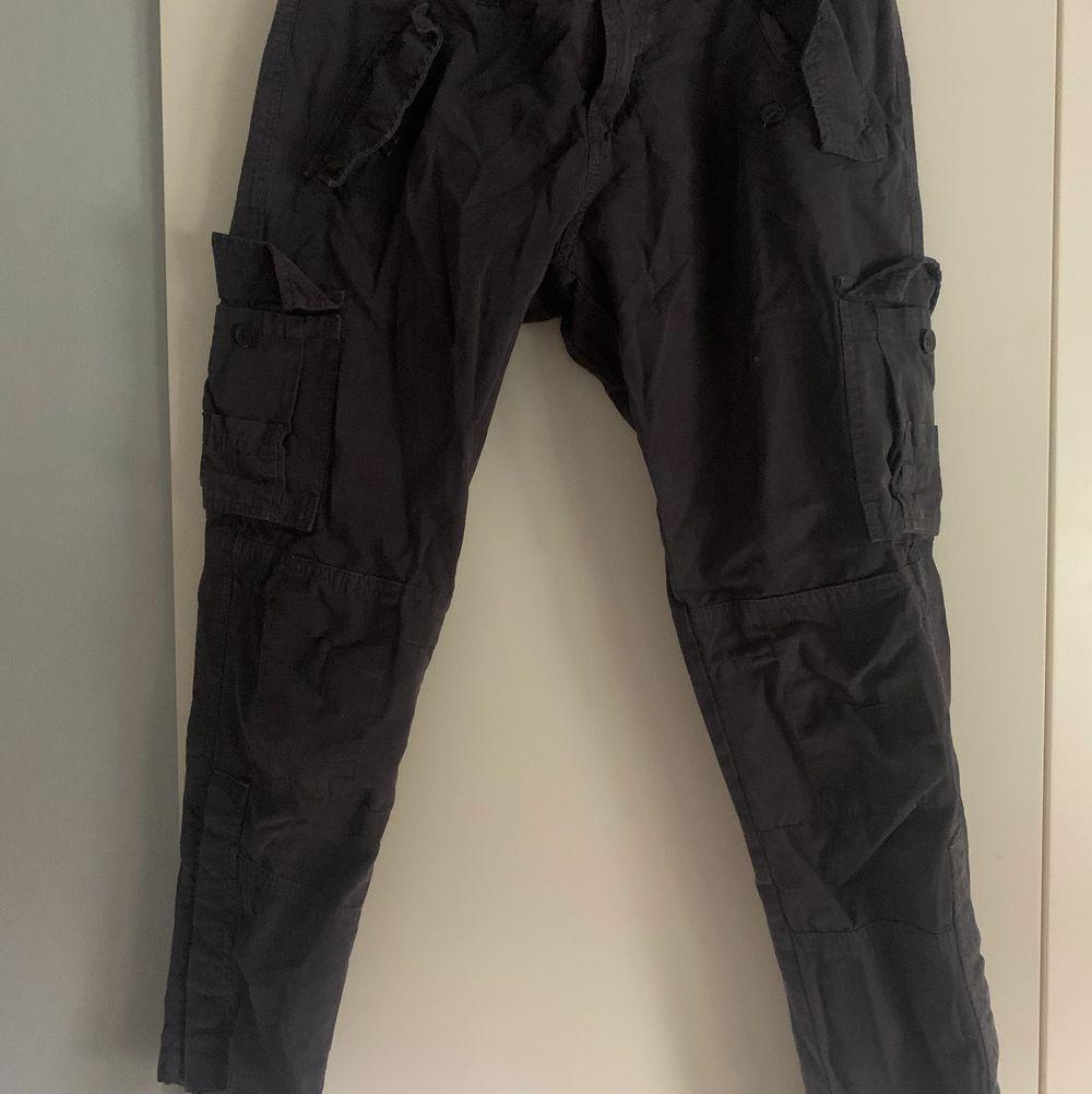 Skit snygga lågmidjade cargo byxor från Gina storlek 36!. Jeans & Byxor.