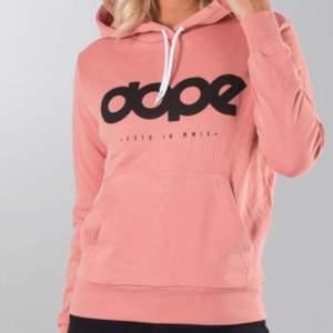 Säljer denna fina dope hoodie då den inte används och är i fint skick som är i storlek xs/s och säljer för 100kr+ frakt  💕
