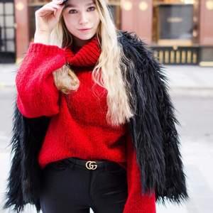 Röd stickad tröja i storlek S (oversize-modell) från New Look.