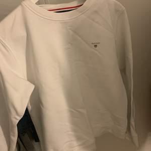 Jättefin Gant sweatshirt. Jag säljer denna pågrund av att den inte har kommit till användning. Den har bara legat i min garderob. Så den är i ett väldigt bra skick.