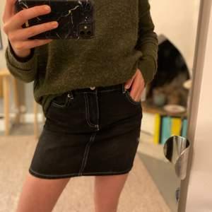 Säljer min ganni kjol som endast är använd en gång🥰 passar en 34 eller xs-s. Säljer för 300kr🙌🏼❤️